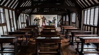 Shakespeares-Schoolroom-Guildhall_Georgian-Classroom_Sara-Beaumont-photography-1280x720