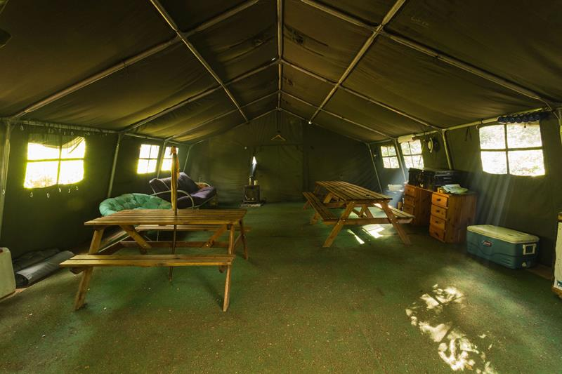 Big Hat Bushcamp School Camping Accommodation Surrey - Forth Image