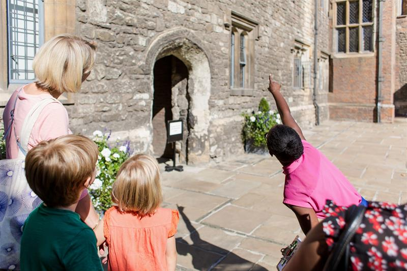 The Charterhouse Tudor School Trips London - Forth Image